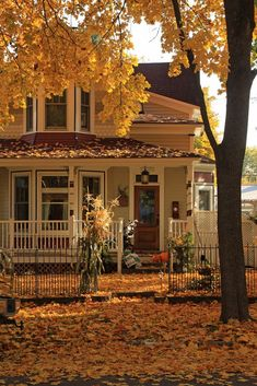My house, someday. Future House, Beautiful Homes, Beautiful Places, Cabin In The Woods, Autumn Cozy, Autumn Harvest, Fall Winter, Autumn Aesthetic, House Goals