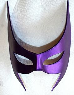 Super Hero Mask, leather huntress mask in gorgeous metallic purple DC comics Justice League Huntress Costume, Dc Costumes, Helena Bertinelli, Batman Family, Comic Artist, Justice League, Marvel Dc, Dc Comics, Wonder Woman
