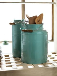 tin containers to hold kitchen utensils. I would so use these!