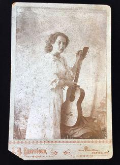 MUSICAL INSTRUMENT GUITAR PRETTY WOMAN THAYER, MISSOURI CABINET CARD PHOTO 2166