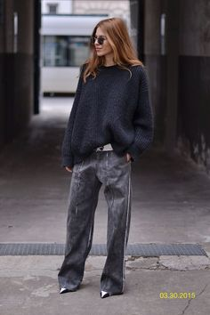 SWEATER: CLOSED . PANTS: LUTZ HÜLLE . SHADES: PERSOL