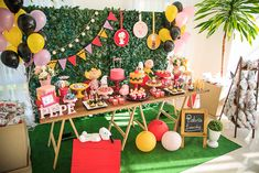 Festa Snoopy   Macetes de Mãe First Birthday Parties, First Birthdays, Snoopy Party, Baby Shower, Table Decorations, Bingo, Party Ideas, Home Decor, Brown