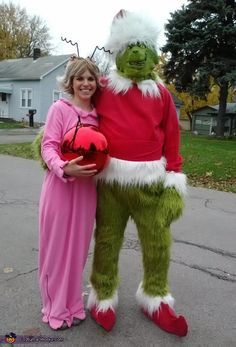 I am Cindy Lou and my boyfriend is the Grinch. We made these costumes ourselves. We bought the fabric to make the nightgown, fur suit, santa coat and hat and shoe covers. The ornament, wig, and grinch mask make this costume epic! Funny Couple Costumes, Couple Halloween Costumes, Adult Costumes, Funny Christmas Costumes, Fun Costumes, Funny Couples, Halloween Costume Contest, Halloween Kostüm, Costume Ideas