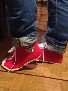 Las zapatillas de Pablinho. Me ha costado meses, por falta de tiempo y por el ensayo-error  pero ahí está mi versión de las converse