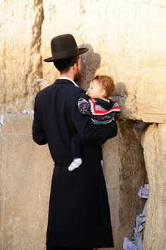 A Jewish father holds his child close as he prays at the Western (Wailing) Wall in the Old City of Jerusalem. Israel Palestine, Israel Travel, Book People, Indigenous Art, Holy Land, Judaism, Blessed, Torah, Prayer
