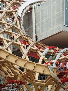 Centre Pompidou-Metz - Montage de la charpente en bois et des pièces de fixation de la toile - Centre Pompidou-Metz — Wikipédia