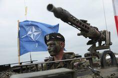 Beim Bündnisgipfel im Juli war beschlossen worden, mehrere Tausend Soldaten nach Polen und in die baltischen Staaten Litauen, Estland und Lettland zu schicken. Seitdem laufen die Vorbereitungen für die Truppenverlegung auf Hochtouren.