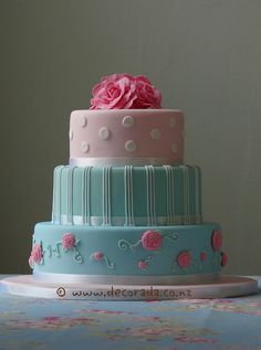 www.facebook.com/cakecoachonline - sharing...  Cath Kidston Three Tier  by decoradora
