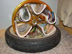 Revisteiro com pneus.
