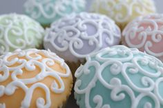 Sweet cupcakes with filigree frosting