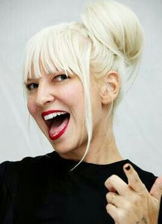Sia Furler Source — Sia + Hair in a bun. Famous Singers, Pop Singers, Female Singers, Jessie J, Sia Singer, Pretty People, Beautiful People, Beautiful Pictures, Sia Kate Isobelle Furler