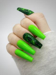 Goth Nails, Neon Nails, Glue On Nails, Bright Summer Acrylic Nails, Acrylic Nails Coffin Pink, Green Nail Designs, Cute Acrylic Nail Designs, Lime Green Nails, Nail Design Video