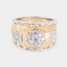 Truly a gift to remember! Who doesn't love diamonds? Especially when they're engraved by hand in Florence.  #diamonds #ring #holiday #jewelry