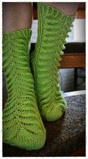 Loom Knitting, Knitting Socks, Knitting Patterns, Knit Socks, Womens Wool Socks, Green Socks, My Socks, Mittens, Clothes