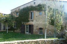 Espectacular casa de piedra con jardín y piscina en el maravilloso pueblo de Fonteta en el Baix Empordà, a tan solo 2 Km de la Bisbal y muy cerca de Girona. Costa Brava