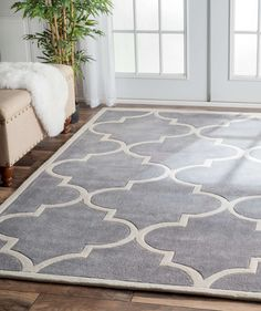 Hand-tufted area rug in geometric pattern
