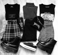 - views (grunge style), The Effective Pictures We Offer You About grunge outfits chains A quality picture can tell you many things. You can find the most beautiful pictures that can be Grunge Outfits, Edgy Outfits, Teen Fashion Outfits, Mode Outfits, Grunge Fashion, Look Fashion, Korean Fashion, Girl Outfits, Fashion Fall