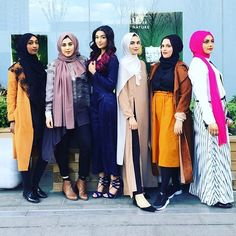 #sqaud with @thefleurdusiel @queenofsabba @ibreatheshoes @zaraazix @romy_ahmed and me - tag your squad below #hijab #fashion #modest