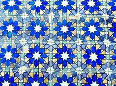 The blue #tiles are so typical and beauitful. #Lisbon is a beautiful city. In case you want to live here don't hesitate: www.lincerealestate.com #LINCE for your next #home.