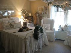 romantic white bedroom 25 Different Shabby Chic Bedroom Ideas Blanc Shabby Chic, Cottage Shabby Chic, Shabby Chic Mode, Style Shabby Chic, Romantic Shabby Chic, Shabby Chic Bedrooms, Shabby Chic Decor, Romantic Bedrooms, Rustic Bedrooms