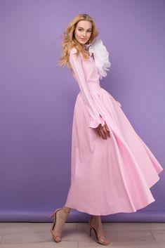 Платье миди «Анна-Мария» розовое— 21990 рублей, Брошь «Цветок большой»— 10990 рублей