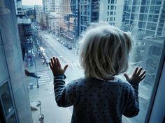 I understand the world around them. Я познаю мир вокруг себя. Пока что только за окном. Каждый день открываю для себя что-то новое. Иллюзия? Нет. Все вокруг действительно большое и загадочное, ведь я пока такая маленькая. Но ничего - я выросту и обязательно отправлюсь в кругосветное путешествие. JamAero.ru - Авиабилеты онлайн. JamTur.ru - туры онлайн.