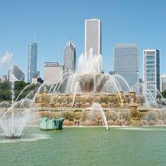 Buckingham Fountain, Chicago, Illinois — by throwingsofas Chicago Movie, Chicago Map, Visit Chicago, Chicago Hotels, Chicago Travel, Chicago Restaurants, Chicago Illinois, Wisconsin Vacation, Chicago Vacation