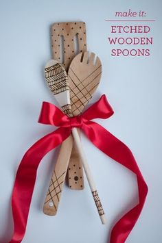 DIY: Etched Wooden Spoons. No paint, so they're food safe!  |  Design Mom  Christmas is coming and I need some simple and quick ideas. This is the perfect match for my self-made cookbook. :)