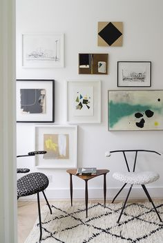 art gallery wall above modern chairs and table. / sfgirlbybay
