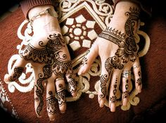 Body as Canvas - Henna I love this artwork, the detail and fine lines. Gorgeousness at it's best, ;-)