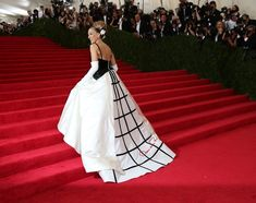 At Met Gala, Fashionistas Dress Up in Tribute - NYTimes.com Sarah Jessica Parker arriving at the Met Costume Institute Gala, where women wore ball gowns and some men wore white tie and tails.