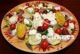 Ensalada griega con garbanzos: http://ensalada-griega-con-garbanzos.recetascomidas.com/