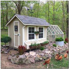 Building A DIY Chicken Coop If you've never had a flock of chickens and are considering it, then you might actually enjoy the process. It can be a lot of fun to raise chickens but good planning ahead of building your chicken coop w Cute Chicken Coops, Best Chicken Coop, Chicken Coop Designs, Backyard Chicken Coops, Chicken Coop Plans, Building A Chicken Coop, Chickens Backyard, Chicken Coop With Run, Portable Chicken Coop