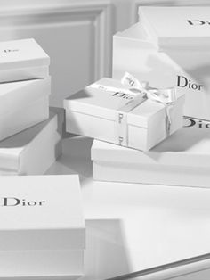 Dior Shopping Trip To Rodeo Drive Fashion Packaging, Luxury Packaging, Retail Packaging, Jewelry Packaging, Brand Packaging, Box Packaging, Luxury Branding, Packaging Design, Bracelet Packaging