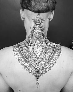 Renda indiana @pabloguiaa #blackink #necktattoo #headtattoo #backtattoo #tatuagem #peb