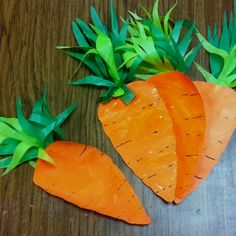 Painted carrot for the Easter Bunny. Have your preschooler paint with orange after drying, cut out carrot shape & add green tissue paper for foliage :)  cutesy carrots!