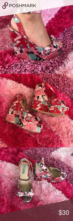 Steve Madden Floral Wedges Pink/Red floral Steve Madden Wedges. Size 6.5. Very cute! I still have them in the original box but for shipping purposes, I will not be sending the box. Steve Madden Shoes Wedges