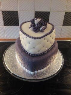#bruidstaart Harten Bruidstaart met paarse rozen en pillow