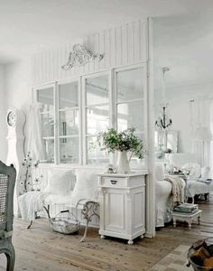 Looking for a Interieur Maison Shabby Chic. We have Interieur Maison Shabby Chic and the other about Maison Interieur it free. Cottage Living Rooms, Shabby Chic Living Room, Shabby Chic Interiors, Shabby Chic Bedrooms, Shabby Chic Cottage, Shabby Chic Homes, Shabby Chic Furniture, Shabby Chic Decor, Living Room Decor