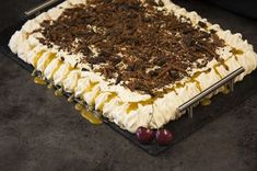 Tine Rafoss Ivarsen vant Norges beste bakst i 2017 med Mammas karamellkake. Dessert Cake Recipes, Pudding Desserts, Brown Betty, Let Them Eat Cake, Tiramisu, Sweet Tooth, Sweets, Food And Drink, Baking