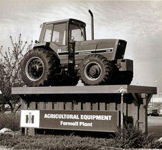 Historic photos: IH Farmall Works : Business