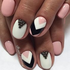 Your graduation nails will be the most outstanding among your school girlfriends. Click to choose one of the nail designs from our photo gallery.