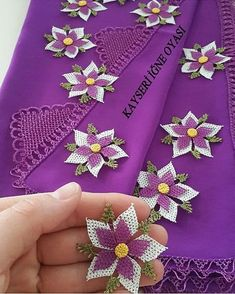 Sipariş ve bilgi için @kokoshobiler… Beaded Flowers, Crochet Flowers, Filet Crochet, Eminem, Needlework, Free Pattern, Like4like, Crochet Patterns, Diy Crafts