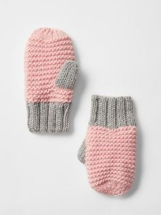 Shop the Gap collection of toddler girl shoes. Find a variety of little girls' shoes including flats, sandals, slip-ons, sneakers, and more. Baby Mittens, Knit Mittens, Mittens Pattern, Fingerless Mittens, Crochet Gloves, Knitted Hats, Knit Crochet, Crochet Granny, Knitting For Kids