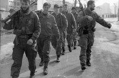 Истина о геноциду коју сви прећуткују: У Сребреници крвнички убијена 3.262 Србина - http://www.vaseljenska.com/wp-content/uploads/2016/07/srebrenica-muslimani-vojnici-sa-oruzjem-naser-oric.jpg  - http://www.vaseljenska.com/vesti-dana/istina-o-genocidu-koju-svi-precutkuju-u-srebrenici-krvnicki-ubijena-3-262-srbina/