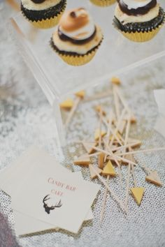houndstooth and hunting Black And Gold Theme, Touch Of Gold, Black And Gold Centerpieces, Drink Stirrers, Wedding Inspiration, Design Inspiration, 30th Birthday Parties, Our Wedding, Place Card Holders