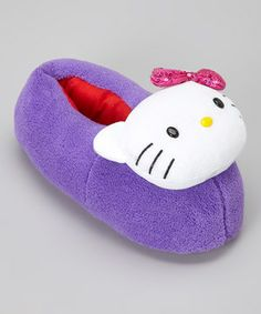 Hello Kitty meets hello comfort in these oh-so cozy slippers. The Sanrio princess adorns the toe, keeping cuddling up fun and toasty-warm.