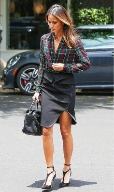 Camisa xadrez. Você tenta modernizar os looks de trabalho, mas acaba sempre na calça social e camisa?! ;) Para mudar seus looks de trabalho, insira peças diferentes...