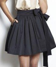 Penggunaan rok yang sesuai dengan bentuk tubuh dipercaya mampu mamberikan kesan elegan dan feminim bagi pemakainya.