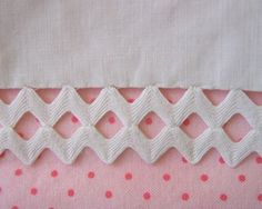 Two rows of rick rack attached with tiny stitches. Great way to use rick rack! Sewing Hacks, Sewing Tutorials, Sewing Patterns, Sewing Tips, Fabric Crafts, Sewing Crafts, Sewing Projects, Techniques Couture, Sewing Techniques